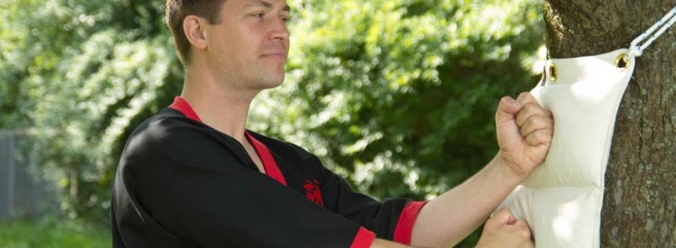 Der Akademieleiter Oliver Hage, 5. Meistergrad, lernt und lehrt WingTsun seit 1989.